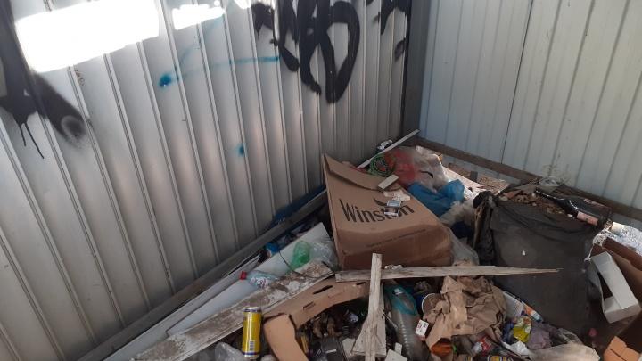 «Запах спрятать не получилось»: свалку в центре Волгограда «посадили» под замок
