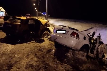 """В ноябре <a href=""""https://29.ru/text/incidents/66367975/"""" target=""""_blank"""" class=""""_"""">в ДТП в Котласе</a> погибло три девушки. Водитель другой машины был пьян и выехал на встречку"""