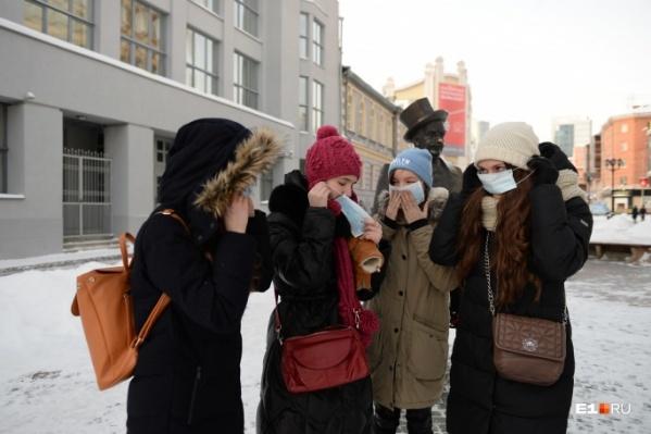 В торговых центрах собирались раздать горожанам пять тысяч масок