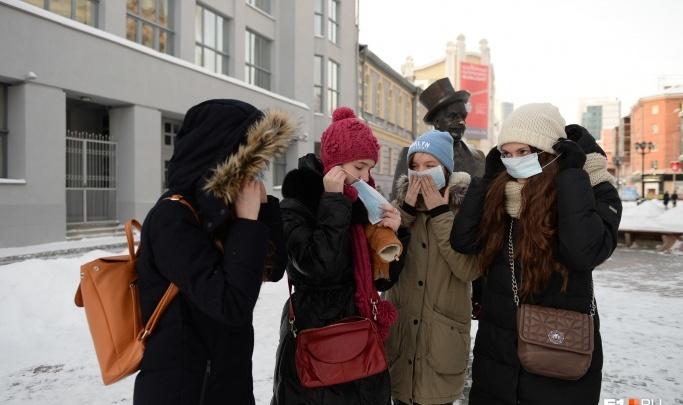 В Екатеринбурге отменили раздачу медицинских масок, «чтобы не нагнетать обстановку»