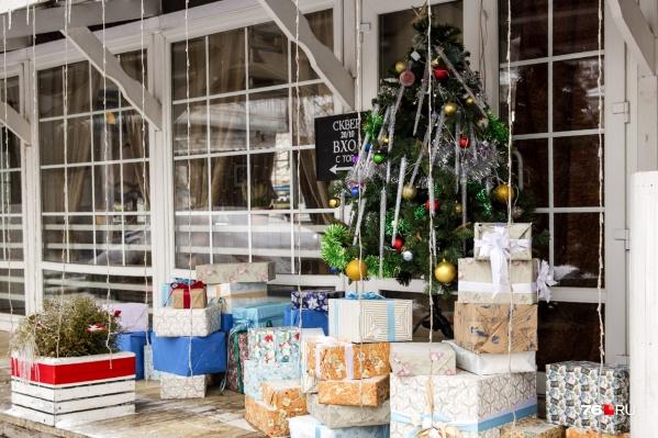 Ярославским чиновникам напомнили о запрете брать подарки. На Новый год и Рождество это тоже распространяется.