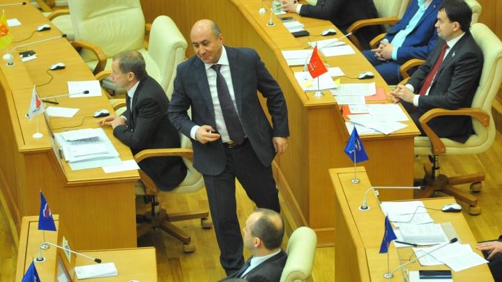 Жёны отдыхали за счет бюджета: прокуратура обвинила свердловских депутатов в коррупции