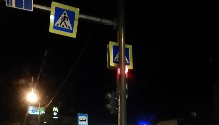 «Он играет с нами в прятки»: в Ярославле автомобилисты ругаются на светофор-невидимку