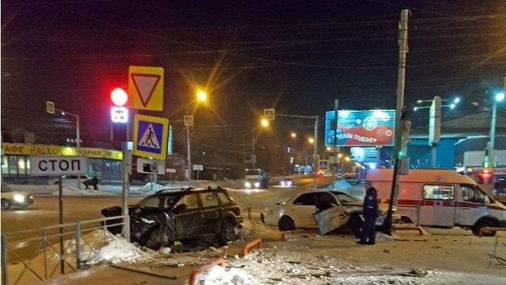 ГИБДД рассказала о травмах пострадавших в ночной аварии на Никитина