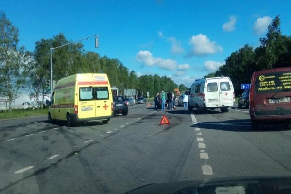 Авария случилась в месте, где соединяются Ленинградский проспект и Тутаевское шоссе