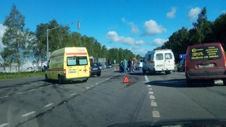 Тройное ДТП на выезде из Ярославля: пострадали четыре человека