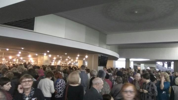 «Сидели на ступеньках»: бесплатная опера вызвала ажиотаж у красноярцев