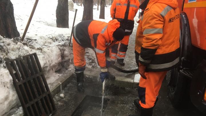 Ливневые канализации Самары начали очищать горячей водой