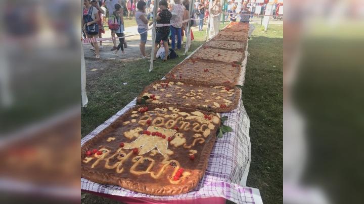 В Ширяево на фестивале «Жигулёвская вишня» угощали Царь-пирогом