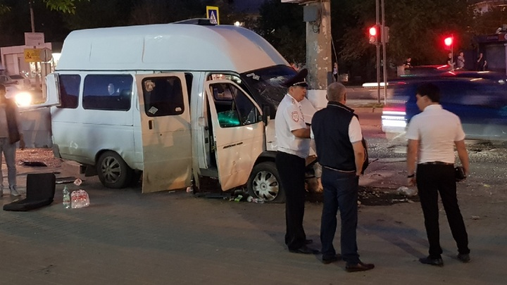 В Волгограде МАЗ без тормозов смял маршрутку с людьми: число пострадавших выросло до 16