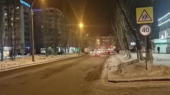 Водитель Renault Sandero сбил 13-летнюю школьницу из Уфы, ее стравмами госпитализировали