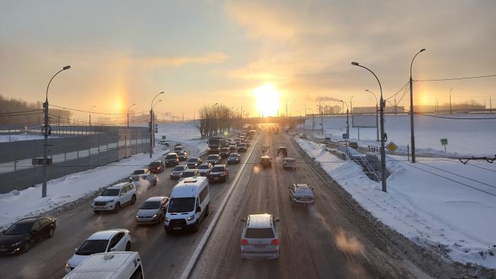 Над Новосибирском заметили утреннее гало — его сфотографировал очевидец
