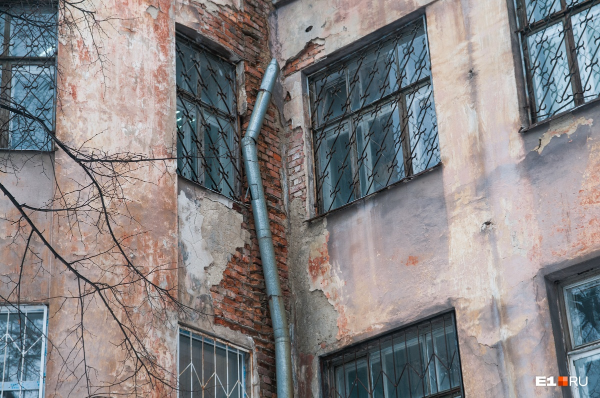 Дома уже давно ждут ремонта
