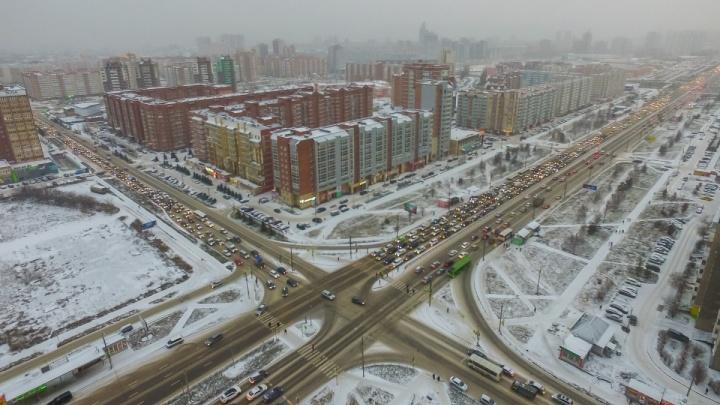 Общественник объяснил пробки на перекрестке 9 Мая – Водопьянова и нашел решение проблемы