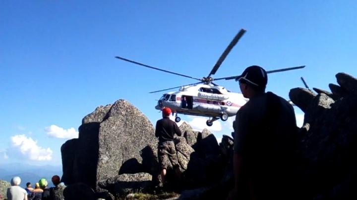 «Ребята просто асы»: альпинисты опубликовали видео спасения сорвавшегося туриста в Ергаках
