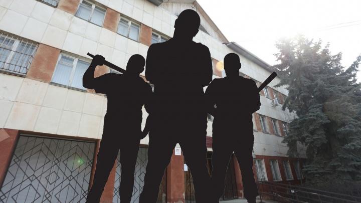 Вымогали деньги, проломили голову: фейковым борцам с педофилами из Челябинска огласили приговор