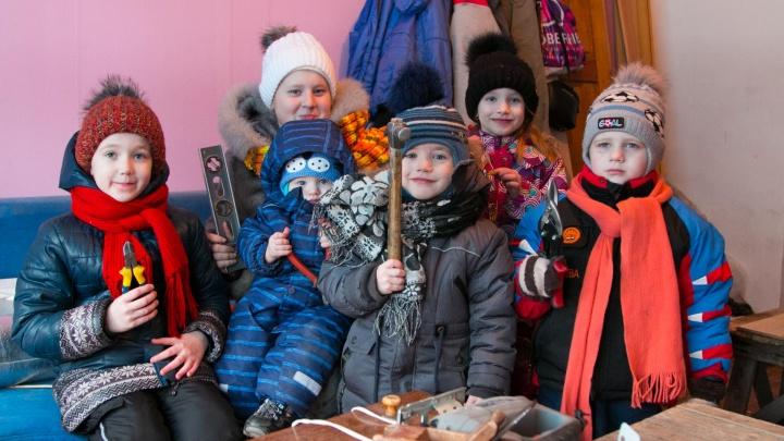 «И мы счастливы»: как многодетная семья из Архангельска получила жилье без печей, воды и света