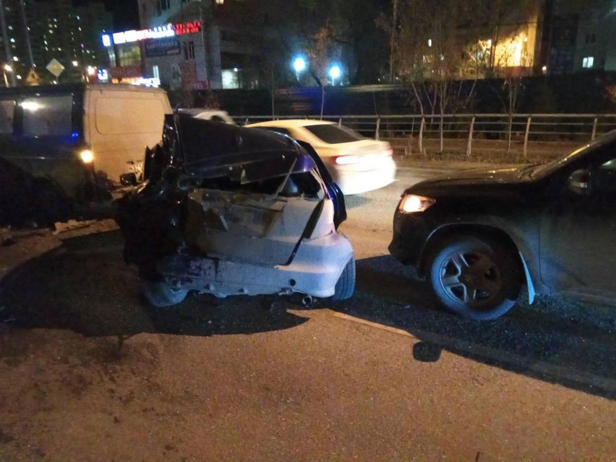 Smart получил серьезные повреждения. Водитель пострадал