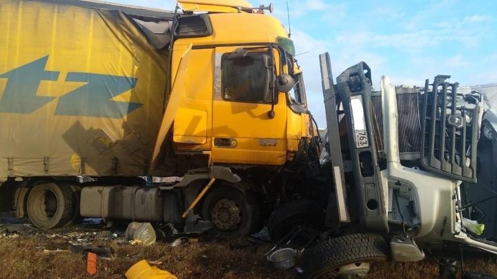 Массовое ДТП под Сызранью: на М-5 столкнулись два грузовика и две легковушки