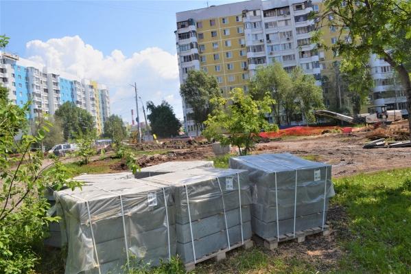 На Крымской площади выложат плитку и обновят бордюры