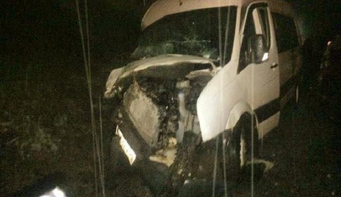 В Сети появилось видео столкновения грузовика с микроавтобусом на трассе в Прикамье