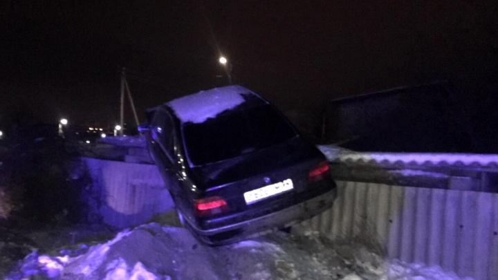 Грозил убить полицейского: в летавшем на «пьяной дороге» BMW нашли два пистолета