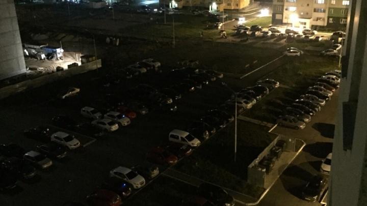 «Страшно выйти в магазин»: жители челябинского микрорайона потеряли уличное освещение