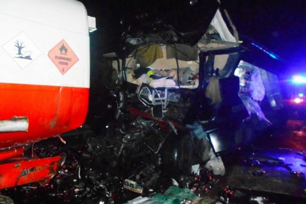 Водитель одного из столкнувшихся грузовиков от госпитализации отказался