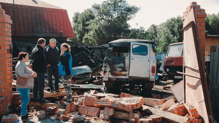 Репортаж из Боровского, где от взрыва газа погибли дедушка с 10-летней внучкой