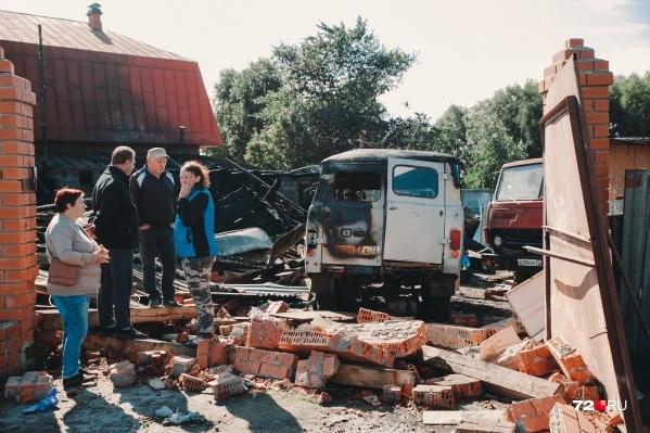 От крепкого кирпичного дома остались одни руины. Шансов выжить при таком сильном взрыве практически не было