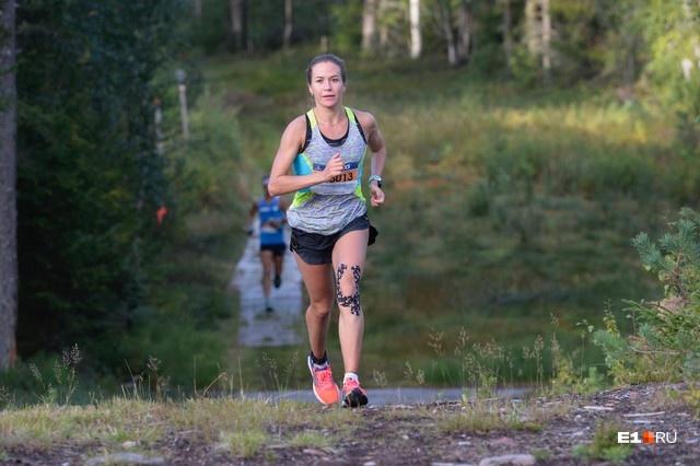 У Александры огромный опыт в сложных забегах: неделю назад она прибыла из Швеции, где выиграла ультрамарафон на 90 километров