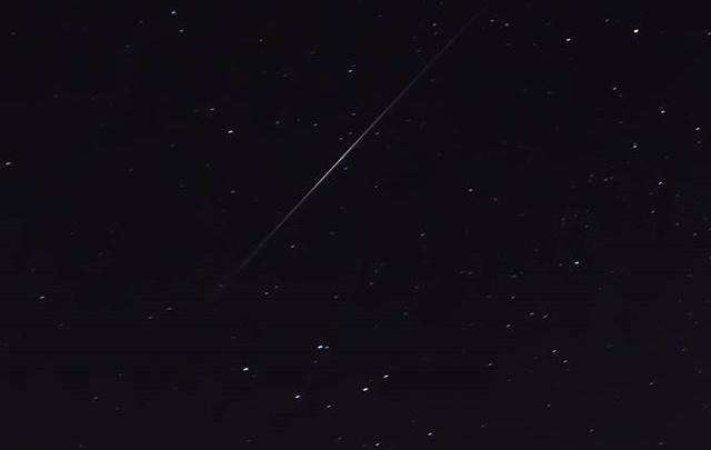 Житель Уфы заснял над Башкирией 60 спутников Илона Маска с бесплатным интернетом