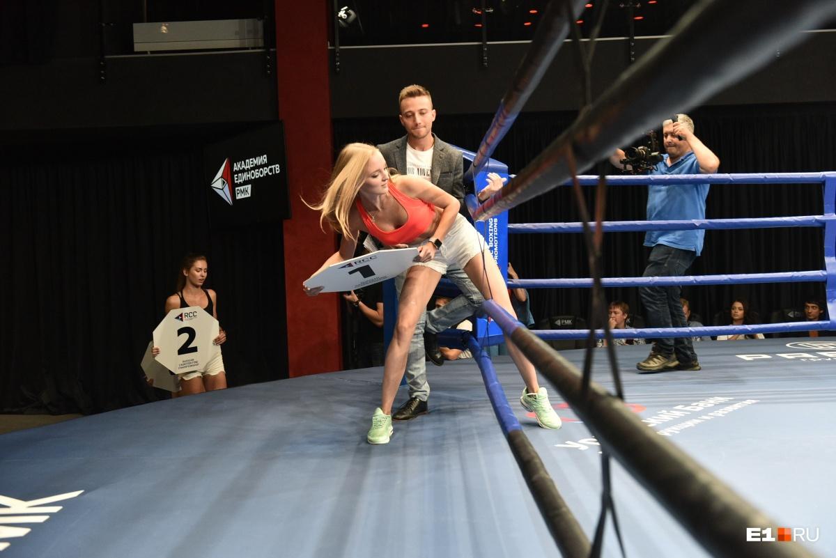 Сам выход на ринг — дело непростое, но девушки прекрасно с этим справились