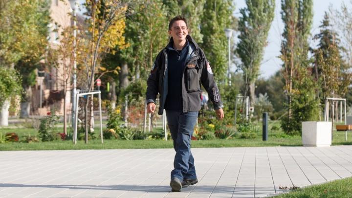«Мешок лекарств и полный покой»: идущий в Индию путник вернулся в Волгоград из-за сильной боли