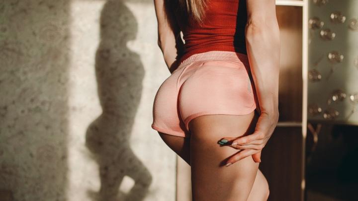 Наприседали: любуемся 12 сексапильными тюменками, от чьих поп невозможно отвести взгляд
