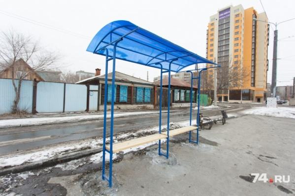 По городу установлено шесть остановок, сделанных заключёнными