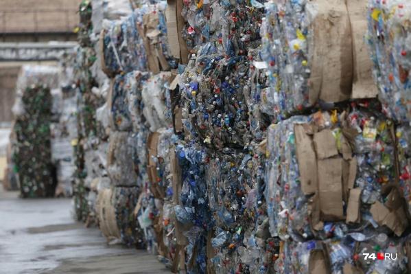 Пластик — основное сырьё для переработки на предприятии, которое посетил Алексей Текслер