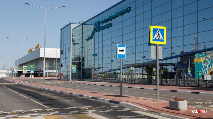 В аэропорту Волгограда за ночь экстренно приземлились три самолета
