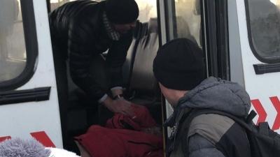 Водитель автобуса потерял сознание за рулем. Пассажиров спасла кондуктор, нажав на педаль тормоза