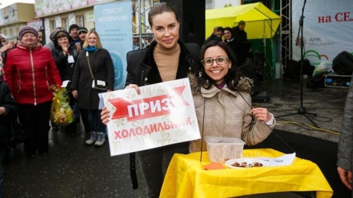 «Обещала подарить холодильник и не купила»: екатеринбурженка обиделась на Юлю Михалкову