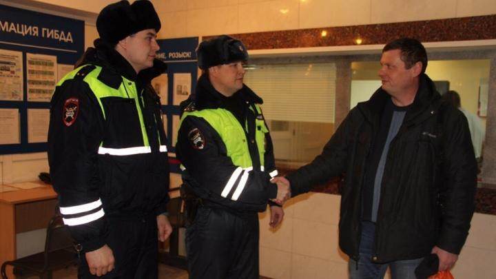 Тюменец поблагодарил инспекторов ДПС, которые помогли доставить в больницу его годовалого сына