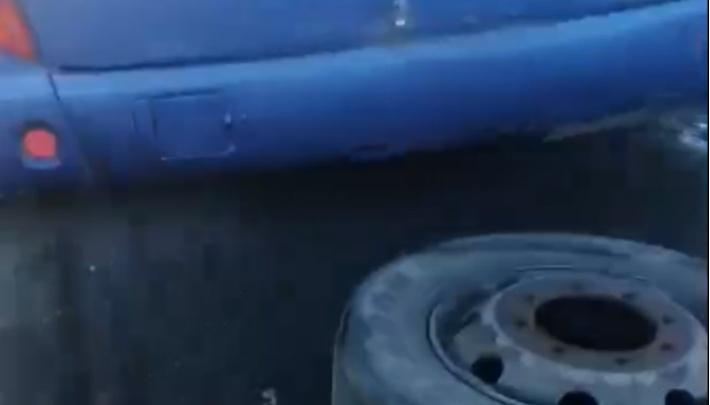 «Пролетели мимо окна»: на Южном Урале у рейсового автобуса на полном ходу оторвало два колеса