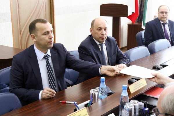 Документы Шумков подал утром 13 июня