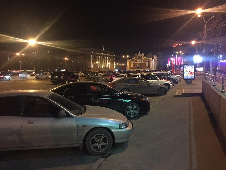 Запрет на ночную парковку должен был вступить в силу 25 октября