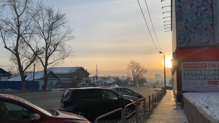 «Вонь жуткая, аж глаза ест»: челябинцы начали жаловаться на смог и резкий запах гари