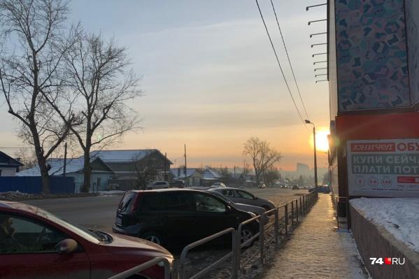Большинство звонков с жалобами на смог поступают из Ленинского района, центра города и с ЧТЗ, но дошёл смог и до Северо-Запада