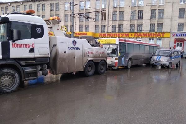На площади Дружбы во время очередной проверки эвакуировали автобус — нашли серьёзные нарушения