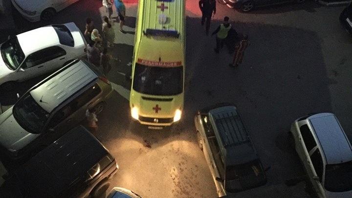 Все стены в крови: новосибирца жестоко убили у подъезда девятиэтажки