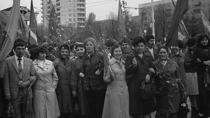 Мир, труд, Первомай! Разглядываем раритетные фото с праздника Дня солидарности трудящихся в Уфе