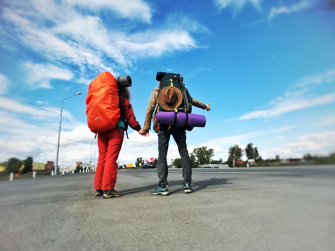 Илья и Даша доехали автостопом до Китая и не планируют останавливаться
